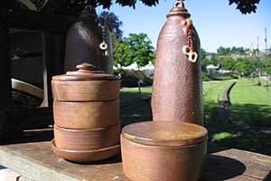 bouteilles germoir et boîte cuisson bois